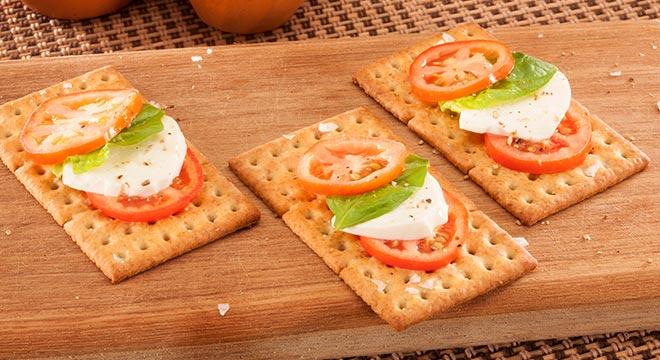 Wheat-Crisps-Bruschetta